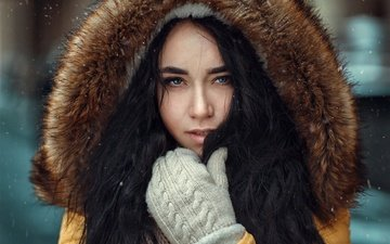 зима, снежинки, портрет, брюнетка, взгляд, макияж, прическа, мех, капюшон, боке, варежки, ангелина, пуховик, hakan erenler