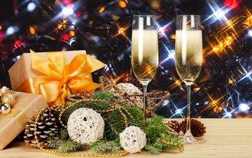 новый год, елка, бокалы, подарок, рождество, шампанское, декорация, встреча нового года, довольная