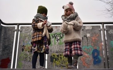 дети, улица, холод, девочки, холодно, перчатки, детишек, knit hat, outside