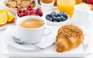 кофе, ягоды, завтрак, круассан, мюсли, свежие ягоды