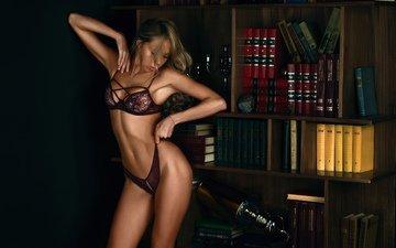 девушка, блондинка, книги, одежда, женщина, белье, живот, прозрачная, загорелая, подмышки, держа трусы, закрыл глаза