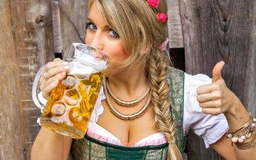 девушка, девушки, кружка, руки, униформа, знак, пиво, русые