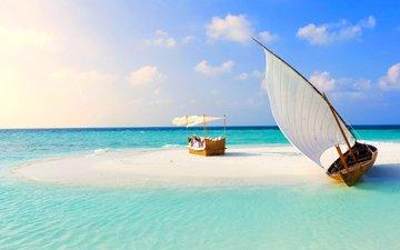 девушка, море, песок, пляж, лодка, отдых, остров, тропики, парус, мальдивы