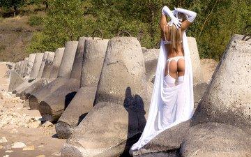 камни, девушка, блондинка, попа, спина, чулки, волосы, белое, белье, перчатки