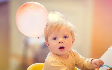 обои, настроение, ребенок, мальчик, шарик, малыш, солнечный, сладкий, на рабочий стол, большие глаза, красивый ребенок, шар и малыш, малыш с обложки