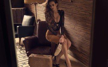 девушка, лампа, юбка, чемодан, высокие каблуки, давид бен-хаим