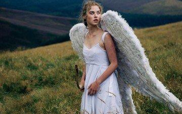 трава, природа, девушка, пейзаж, блондинка, крылья, модель, ангел, лук, лицо, белое платье, длинные волосы, голые плечи