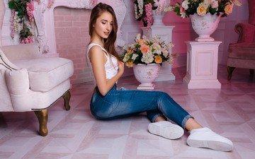 девушка, портрет, джинсы, майка, кроссовки, брюки, сидя, на полу