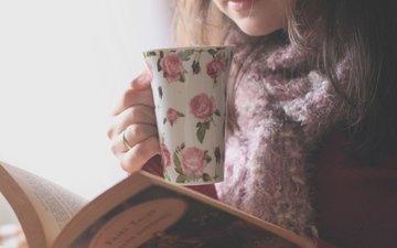 девушка, настроение, кофе, кольцо, руки, чашка, книга, шарф