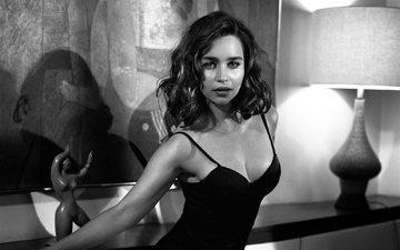 чёрно-белое, девушки, грудь, актриса, секси, красотка, декольте, эмилия кларк
