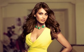 стиль, девушка, красавица, актриса, прическа, колье, красива, знаменитост, индеец, миленькая, брюнет, болливуд, gевочка, индийский, желтое платье, aктриса, модел, bipasha basu, бипаша басу
