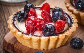 клубника, ягоды, лесные ягоды, черника, сладкое, корзинка, десерт, тарталетка, аппетитная, сладенько, тарт, крем