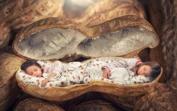 орехи, сон, дети, креатив, девочки, кровать, спят, скорлупа, арахис, little girls, дремлет