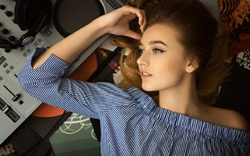 girl, pose, music, look, headphones, hair, face, makeup, hairstyle, blouse, brown hair, nastya, sergey fat, happy dj day!, dj