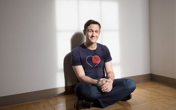 pose, smile, actor, sitting, jeans, t-shirt, photoshoot, 2013, on the floor, la times, joseph gordon-levitt, jay l clendenin