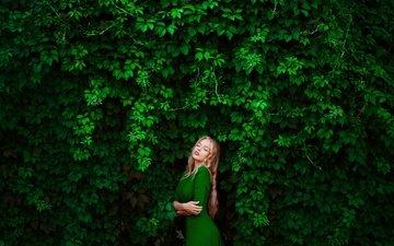 зелень, девушка, платье, блондинка, фотограф, зеленое, елена, зеленое платье, лена, ann nevreva, дикий виноград