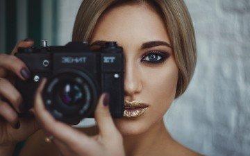 девушка, блондинка, портрет, взгляд, волосы, лицо, камера, голубые глаза