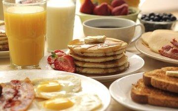 клубника, кофе, завтрак, блины, сок, яичница