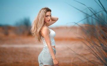 девушка, блондинка, шортики, макияж, прическа, фигура, позирует, красивая, на природе, боке, маечка, agelos tzitzifopoulos