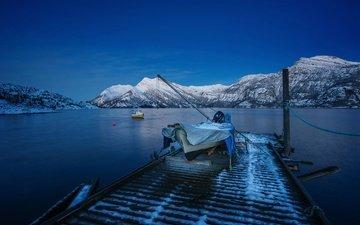 горы, снег, зима, море, причал, лодка, залив, сумерки, норвегия, бухта, катер, лофотенские острова, лофотенские