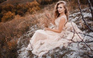 трава, деревья, природа, девушка, платье, склон, сидит, макияж, прическа, в белом, красивая, шатенка, на земле