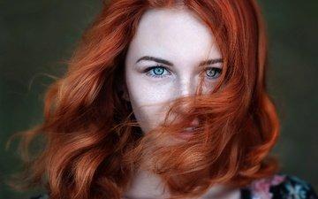 девушка, улыбка, взгляд, волосы, лицо, локоны, веснушки, рыжеволосая