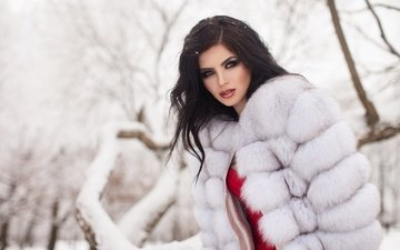 деревья, снег, зима, девушка, парк, портрет, взгляд, макияж, мех, шуба, фотосессия, шатенка, на природе, maria lelechenko