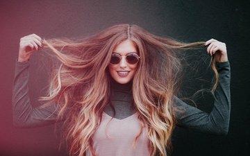девушка, настроение, улыбка, взгляд, очки, волосы