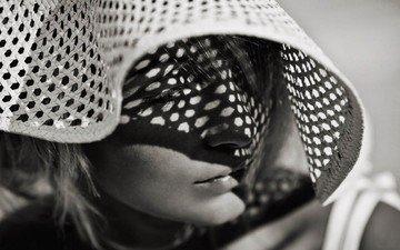 девушка, взгляд, чёрно-белое, тень, модель, волосы, лицо, шляпка