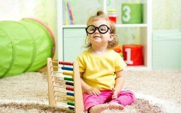 взгляд, очки, дети, девочка, сидит, ребенок, ковер, маленькая, glance, дитя, little girls, счеты