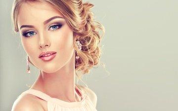 девушка, улыбка, портрет, взгляд, модель, волосы, голубые глаза, макияж, прическа, помада, тени, ресницы, косметика, сережки