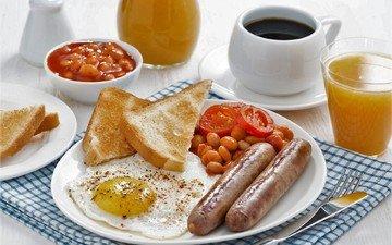 кофе, завтрак, яйцо, сок, сосиски, яичница, тосты, фасоль