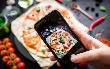 рука, телефон, овощи, выпечка, помидоры, пицца, тесто, специи, шампиньоны