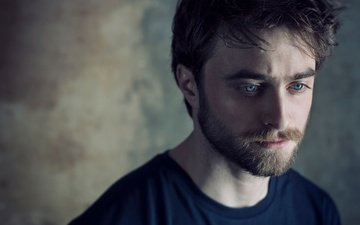 portrait, actor, t-shirt, photoshoot, beard, bokeh, daniel radcliffe, sarah dunn