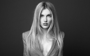 девушка, портрет, чёрно-белое, модель, волосы, губы, лицо, вырез, декольте