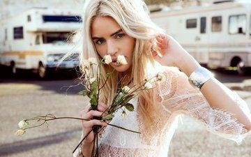 цветы, солнце, девушка, фон, платье, блондинка, машины, макияж, vanbergen