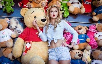 девушка, блондинка, мишки, игрушки, рубашка, шорты