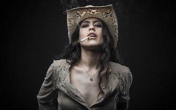девушка, модель, волосы, губы, лицо, шляпка, сигарета
