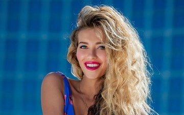 фон, поза, улыбка, волосы, актриса, певица, телеведущая, регина тодоренко