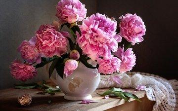 цветы, капли, букет, розовые, салфетка, ракушка, натюрморт, пионы