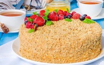 малина, клубника, ягоды, чай, сладкое, мед, торт, десерт, смородина, медовик