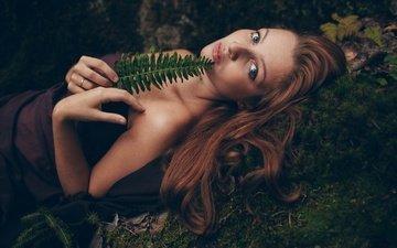 девушка, портрет, взгляд, листок, модель, мох, волосы, лицо, папоротник, рыжеволосая, голубоглазая, анна каневская