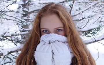 девушка, снежинки, взгляд, волосы, перчатки, шарф, рыжеволосая