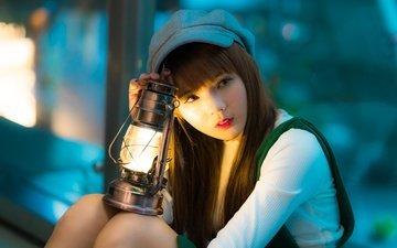свет, девушка, взгляд, лампа, волосы, азиатка, кепка