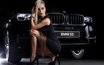 девушка, поза, взгляд, волосы, лицо, каблуки, блонд, bmw x5, черный авто