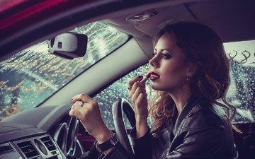 девушка, машина, часы, кольцо, губы, макияж, помада, автомобиль, куртка, шатенка, маникюр, кожанка
