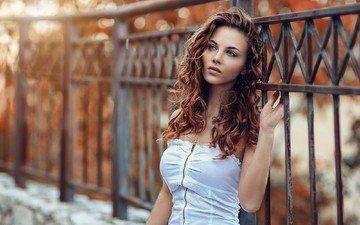 девушка, взгляд, забор, модель, волосы, губы, лицо, шатенка, алессандро ди чикко, carmela