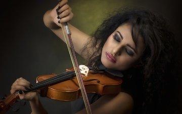 девушка, брюнетка, скрипка, музыка, лицо, макияж, закрытые глаза
