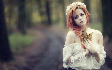 листья, девушка, настроение, осень, венок, боке, рыжеволосая, голые плечи