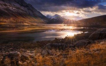 облака, озеро, горы, утро, рассвет, канада, провинция альберта